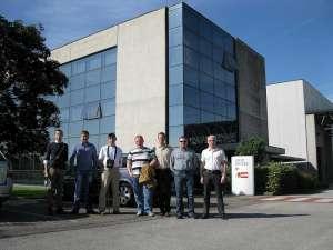 Сотрудники Евротек перед заводом Telwin в Италии